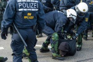 polizia germania migrazione cittadinanza tedesca