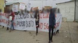 migranti protesta permesso di soggiorno