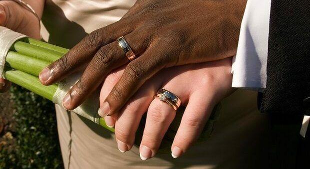 24 Matrimoni Combinati Per Ottenere Il Permesso Di Soggiorno Un Arresto E 56 Indagati Gli Stranieri